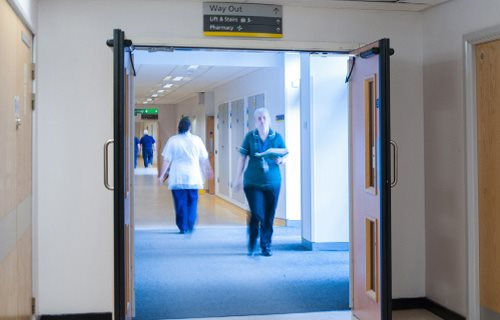 record uk ltd - Automatic Doors for Healthcare: Standards and Considerations
